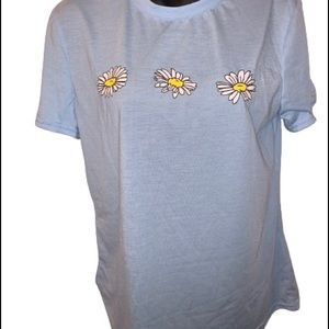 Light blue short sleeve shirt with daisies NWOT